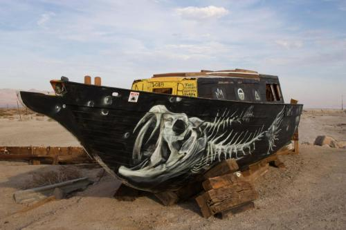 Artists also paint on a boat left by the beach